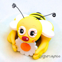 Polymer clay bee – inspiration for a handmade holiday