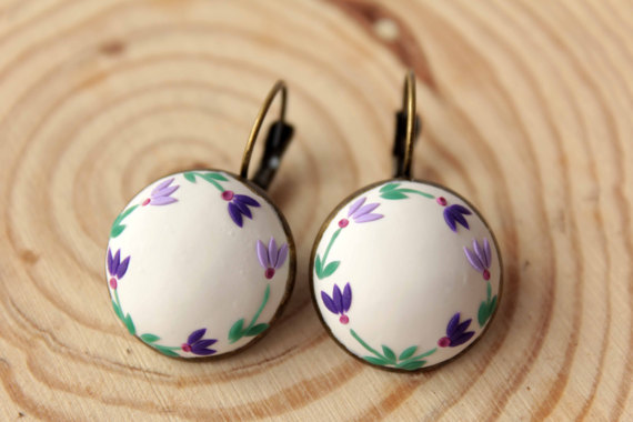 Bridesmaid earrings, hand embroidered, Light purple earrings, Lavender earrings, Violet flower earrings, lilac, polymer clay, romantic gift
