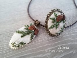 Polymer clay pinecone jewelry ideas for winter