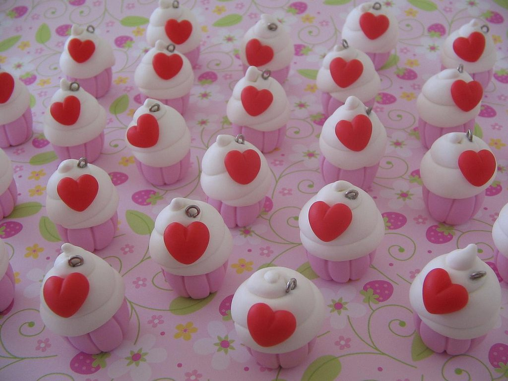 Polymer clay cupcake with heart charms (4)