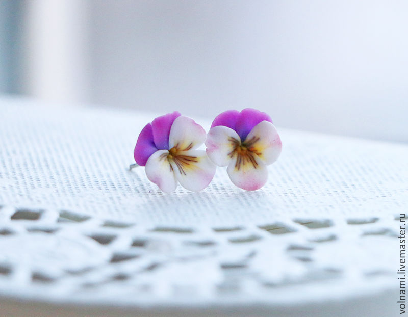 Polymer clay jewelry with pansies - purple and white pansies earring - flower jewelery