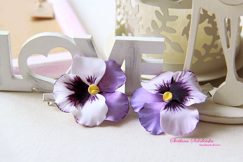 Pansy hair clip. Viola tricolor. Hairclip. Hairpin for the bride. Handmade jewelry. Wedding Accessories. A flower in her hair.